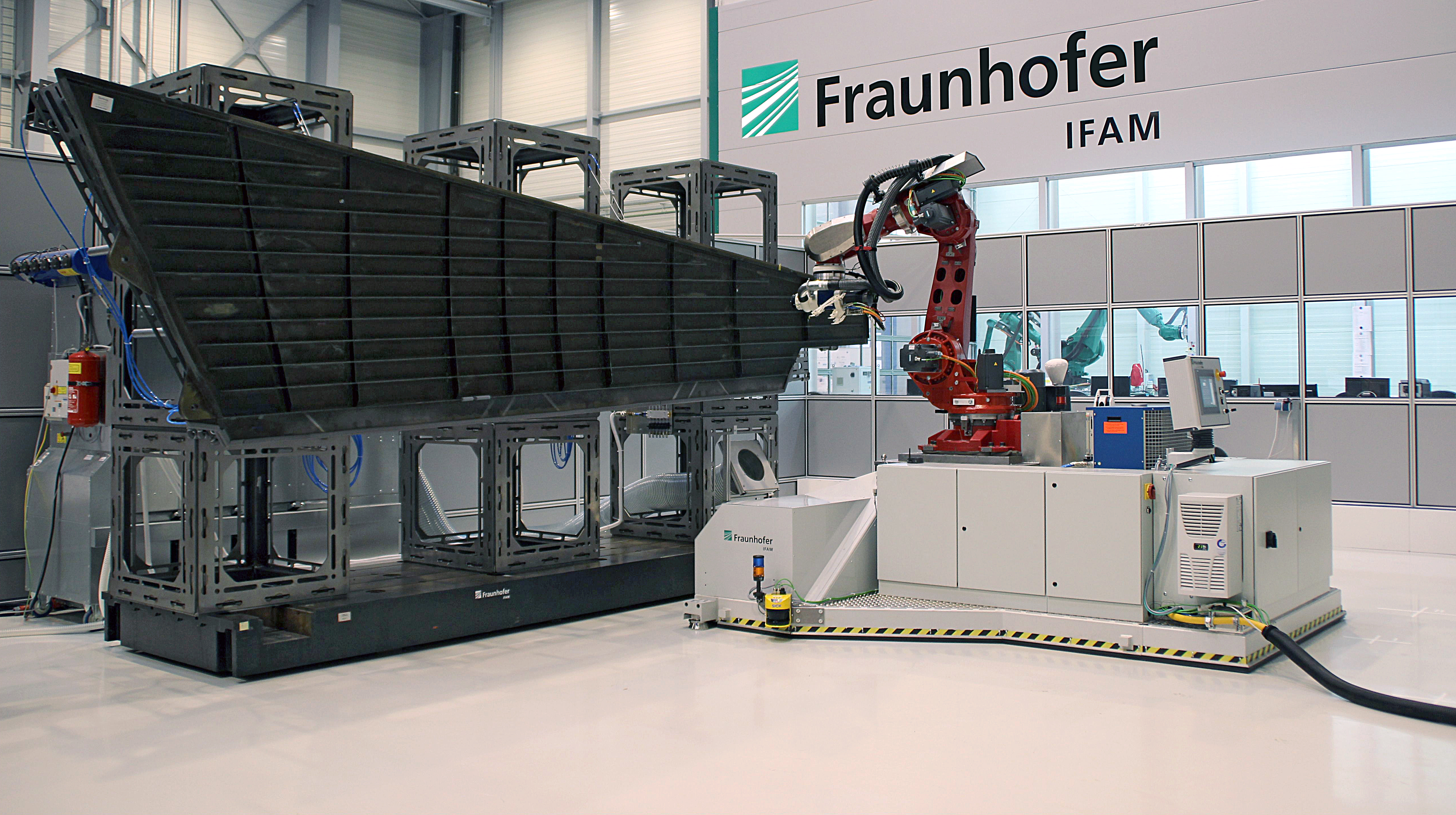 Robot on demand: Mobile machining of aircraft components with high
